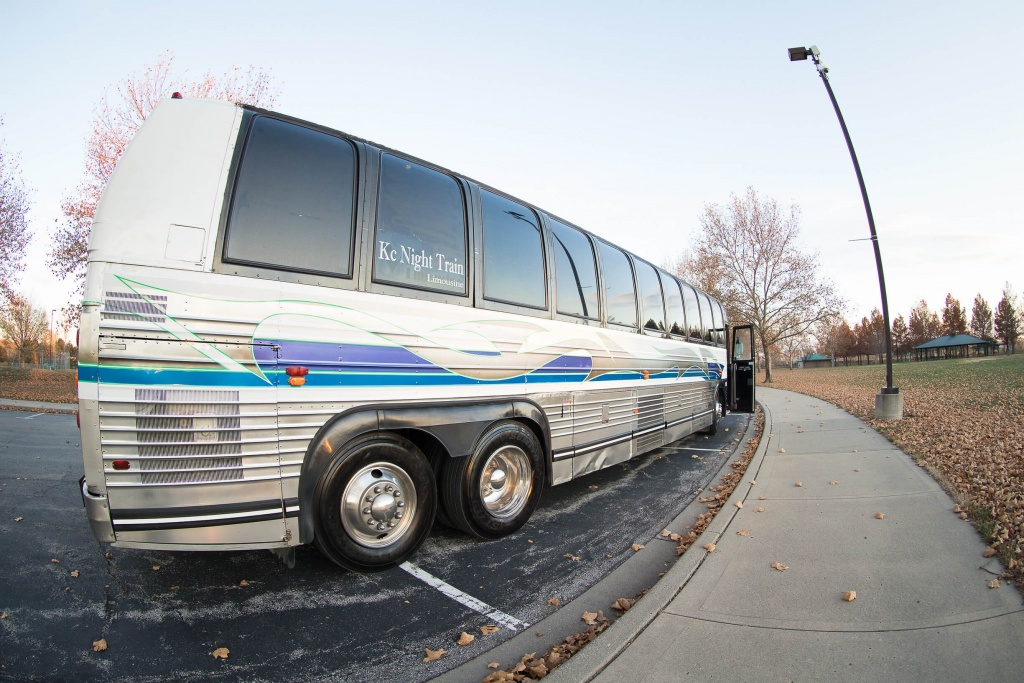 Limo Bus (Exterior, Rear, Passenger Side, View 2)